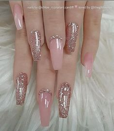There are three kinds of fake nails which all come from the family of plastics. Acrylic nails are a liquid and powder mix. They are mixed in front of you and then they are brushed onto your nails and shaped. These nails are air dried. When creating dip. Best Acrylic Nails, Acrylic Nail Designs, Nail Art Designs, Nails Design, Nails Acrylic Coffin Glitter, Mauve Nails, Gel Nails, Light Pink Nails, Rose Gold Nails