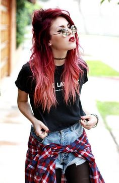 Really need to thrift for some shorts like this. Also, love herrrr and her hairs.