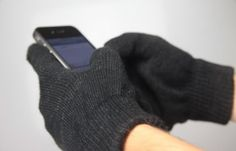These are awesome gloves – Clearcrate Touchscreen Gloves are reasonably priced, well-constructed, subtly attractive, and highly functional.  For relatively inexpensive knit gloves, these are worth your money.