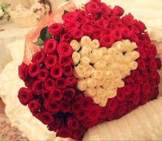 Amazing-Big-Rose-Bouquets-13
