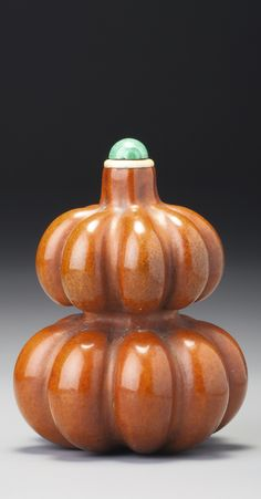 AN OCTAGONAL DOUBLE-GOURD SNUFF BOTTLE<br>QING DYNASTY, 18TH / 19TH CENTURY | lot | Sotheby's