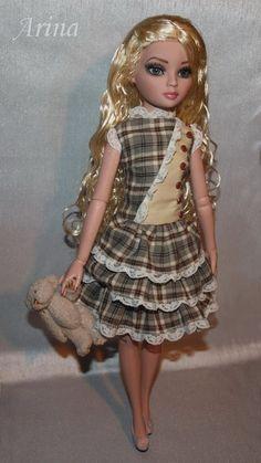 Ellowyne Wilde in Arina fashions.