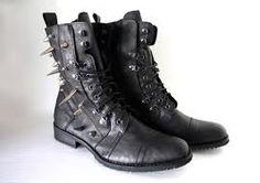 """Releitura"" kind of rocker das combat boots, sacou?"