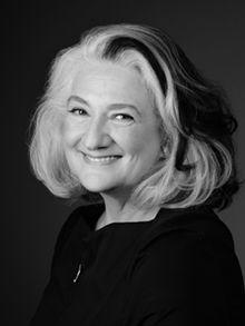 Marie Laberge a étudié à Québec. Tout d'abord chez les Jésuites, ensuite à l'Université Laval en journalisme et information et pour finir au Conservatoire d'art dramatique, section jeu. Plus connue en début de carrière comme comédienne, elle a joué différents auteurs (Brecht, Tchékov, Garneau, Fassbinder, Laberge, Mishima) pour finalement se consacrer de plus en plus à l'écriture et à la mise en scène.     Ses pièces sont traduites et jouées dans de nombreux pays comme le Canada…