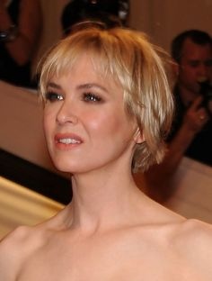 Renee Zellweger - Hairstyles for Round Faces - Photos - Short Hair Styles Short Hair Styles For Round Faces, Hairstyles For Round Faces, Short Hairstyles For Women, Medium Hair Styles, Long Hair Styles, Very Short Hair, Short Hair Cuts, Short Choppy Haircuts, Pixie Haircuts