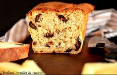 Fatias de pão branco com leite, com azeitonas pretas