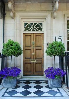 43 Idei pentru a amenaja cu flori intrarea casei tale Daca doresti sa faci o impresie buna, trebuie sa tii cont de aceste idei pentru a amenaja cu flori intrarea in casa ta. http://ideipentrucasa.ro/43-idei-pentru-amenaja-cu-flori-intrarea-casei-tale/