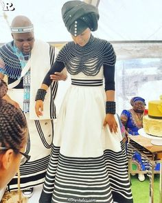 afrikanisches kleid Tswana Traditional Wedding Dress New Xhosa Traditional Dresses for Weddings Xhosa Attire, African Attire, African Wear, African Women, African Dress, African Style, African Beauty, African Traditional Wedding, African Traditional Dresses