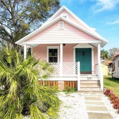 your home's curb appeal with these 23 exterior paint color ideasBoost your home's curb appeal with these 23 exterior paint color ideas Pink houses, please - twhispers key west cottage - where we stay all the time. Beach Cottage Style, Beach Cottage Decor, Coastal Cottage, Beach Cottage Exterior, Coastal Style, Coastal Living, Cottage Ideas, Cozy Cottage, Coastal Decor