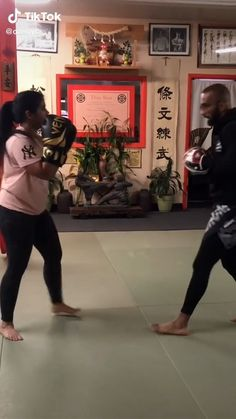 Boxing Training Workout, Abs And Cardio Workout, Kickboxing Workout, Kettlebell Training, At Home Workouts, Self Defense Moves, Self Defense Martial Arts, Muay Thai Techniques, Learn Krav Maga