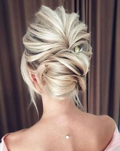 nice 49 Trendy Chic Updos Ideas For Medium Length Hair https://fashioomo.com/2018/05/13/49-trendy-chic-updos-ideas-for-medium-length-hair/