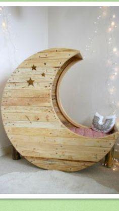 Half moon seat/day bed made from pallets
