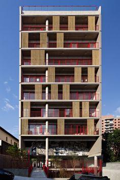 Esse é o Simpatia 236,  incorporado pela Movimento Um (Axpe + Idea Zarvos + CP3). Projeto do GrupoSP #arquitetura #fachada #saopaulo