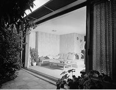 Richard Josef Neutra (1892-1970)   VDL Research House – View from courtyard into the Summer House   1932 – VDL I   1939 – Summer House   1963 – VDL I Destroyed by Fire   1965-1966 – VDL II   Photo: Julius Shulman