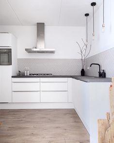 Cosy Kitchen, Home Decor Kitchen, Kitchen Interior, Home Kitchens, Küchen Design, Interior Design, Kitchen Wallpaper, Home Room Design, Kitchen Flooring