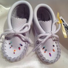 White leather babies mocassins Authentic native by AnnePishu Baby Moccasins, White Leather, Nativity, Etsy, Best Gifts, Baby Shoes, Handmade, Crafts, Easter