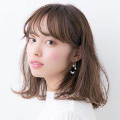 「前髪あり」で作る大人かわいいヘアスタイル♡アラサー女子にオススメの大人っぽいスタイルは、前髪ありのスタイルでも作れるのです。今回…