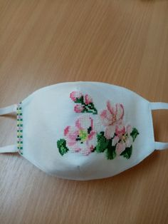 Easy Face Masks, Diy Face Mask, Embroidery Patterns, Hand Embroidery, Jenni, Energy Drinks, Coin Purse, Cross Stitch, Crafts