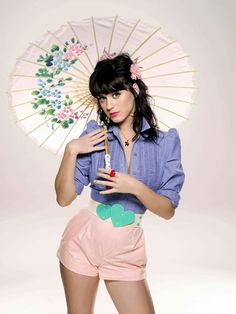 Katy Perry Unique Fashion- If you love katy Perry then listen to   Maxine Soakai & get a free download   Today!  http://maxinesoakai.com