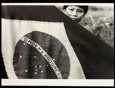 POVO DA LUA, POVO DO SANGUE  Direção: Marcelo G. Tassara  Fotógrafo(a): Claudia Andujar  Local: São Paulo - SP  Ano: 1983  Títulos alternativos: Documento Yanomami/ 1972-1982