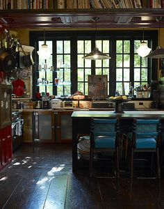 A few years back I shot Lorraine Kirke's New York pad for my book Decorating with Style (with photographer extraordinaire Graham Atkins-Hughes). The house is situated in Greenwich Village in NYC, a… Eclectic Kitchen, Boho Kitchen, Dark Interiors, Beautiful Interiors, Glass Shelves In Bathroom, Interior Design Kitchen, Home Kitchens, Decoration, Living Spaces