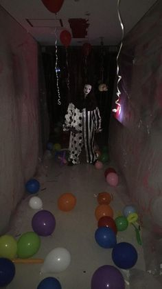 Have balloons floating or on the floor, strobe light & fog machine, fill floor or ceiling with balloons Haunted House For Kids, Scary Haunted House, Haunted House Party, Haunted House Decorations, Creepy Halloween Decorations, Halloween Haunted Houses, Diy Halloween Decorations, Haunted Garage, Haunted Maze