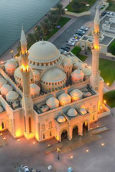 pimpmyycamel:  Noor Mosque, Sharjah, UAE, by Prince Anis.