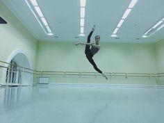 Vaganova student Maria Khoreva rocking those oversplits.  from her ig.