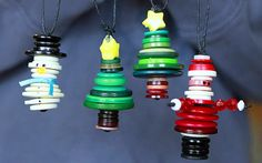 Mini button ornaments More button crafts Christmas Makes, Noel Christmas, Primitive Christmas, Homemade Christmas, Father Christmas, Christmas Buttons, Diy Christmas Ornaments, Christmas Projects, Holiday Crafts
