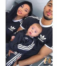 Beautiful family and the baby has the most beautiful set of eyes 🙈 Cute Family, Baby Family, Family Goals, Beautiful Family, Family Kids, Beautiful Babies, Couple Goals, Family Photo Outfits, Couple Outfits