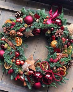 Come On Handmade Christmas Flower Decorations, Christmas Arrangements, Christmas Tablescapes, Christmas Centerpieces, Holiday Wreaths, Holiday Decor, Noel Christmas, Winter Christmas, Christmas Crafts