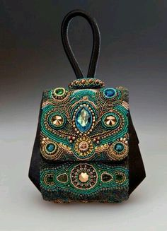 Catherine Chinoy...beautiful. Elegant beaded purse in green colours, looks…