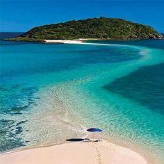Günaydın!  Şu an Fiji'de kimler bu şemsiyenin altında olmak istiyor?