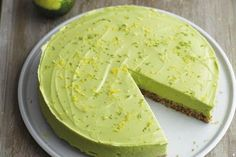 Raw avocado super-cake recipe by Honestly Healthy Cleanse by Natasha Corrett Avocado Pie, Avocado Cheesecake, Avocado Dessert, Avocado Recipes, Raw Food Recipes, Cake Recipes, Dessert Recipes, Cooking Recipes, Avocado Food