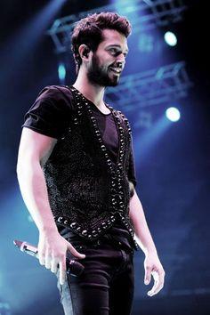 Murat Boz Vazgeçmem Diyecek! Turkish Men, Turkish Actors, Belly Dancers, Pop Singers, Male Beauty, Cute Guys, Style Icons, Beautiful People, Handsome