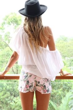 Hippie Style ♥ - goldhunterbysybarite: Chiffon blouse, floral...