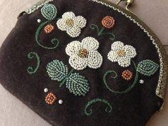 縫いつけがま口 縫い方のバリエーション 3  | cherin-cherin 通信 Beadwork Designs, Coin Purse, Purses, Wallet, Sewing, Crochet, Cute, Crafts, Bags