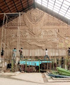 Large scale macrame installation by Agnes Hansella @macrame_id ame_id #UPcycled #Handmade #Craft #DIY #UPcycle #Recycle #Art #Sculpture #CraftFromTrash #Sustainability #Macrame Macrame Art, Macrame Projects, Upcycled Textiles, Macrame Tutorial, Tropical Vibes, Magazine Art, Installation Art, Textile Art, I Card