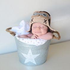 Gorro crochet aviador para recien nacido Gorro pequeñito hecho en punto de aviador. Un gorro muy original y divertido para sacar fotos a tu bebé recién nacido. 19,90 €