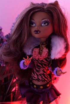 Passing the red light district - #Clawdeen Wolf #monsterhigh