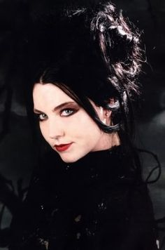 Gothic Idols - Amy Lee of Evanescence Amy Lee Evanescence, Vampires, Emy Lee, Snow White Queen, Bring Me To Life, Gothic Hairstyles, Metal Girl, Gothic Beauty, Gothic 1