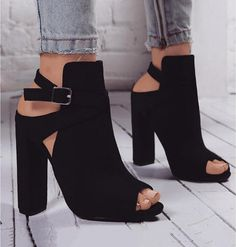 Peep Toe Buckle Damenmode Sandalen High Heels Schuhe - Frauen Schuhe Mode - Hints for Women Peep Toe Ankle Boots, Black Ankle Boots, Shoe Boots, Women's Boots, Black Booties, Black Peep Toe Heels, Black Sandal Heels, Shoes Heels Boots, Cowboy Boots