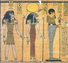 Sejmet, la diosa leona. Tríada menfita: Nefertum (izquierda), Sejmet (centro) y Ptah (derecha)