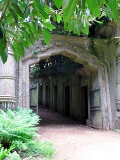 Highgate Cemetery West - Egyptian Gates #inspiration for Dragon's Kiss #dragonshifterromance #urbanfantasy #ghosts #PNR book one of #DragonFate by #DeborahCooke