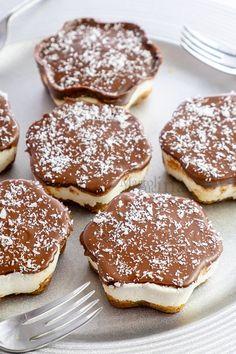 Cheesecake velocissima cocco e nutella Kitchen Aid Recipes, Bakery Recipes, Dessert Recipes, Cheese Cake Nutella, Delicious Desserts, Yummy Food, Tapas, Cheesecake Cake, Sweet Cakes