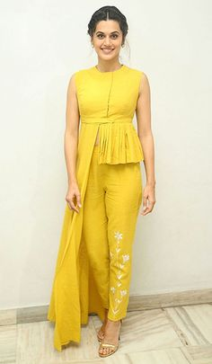 Haldi Ceremony Dresses & Styling Tips Women's Dresses, Party Wear Dresses, Stylish Dresses, Fashion Dresses, Stylish Dress Book, Occasion Dresses, Vintage Dresses, Dress Indian Style, Indian Dresses