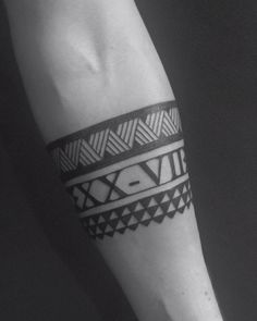 maori tattoos dainty drawings for women Maori Tattoos, Maori Tattoo Meanings, Forearm Band Tattoos, Tattoo Band, Maori Tattoo Designs, Forearm Tattoo Design, Leg Tattoo Men, Neue Tattoos, Tribal Tattoos