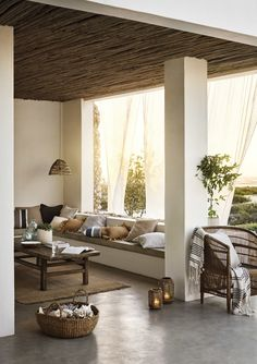 Inspirational ideas about Interior Interior Design and Home Decorating Style for Living Room Bedroom Kitchen and the entire home. Curated selection of home decor products. Lobby Design, Home Living, Living Room Decor, Living Spaces, Small Living, Patio Interior, Interior And Exterior, Home Design, Home Interior Design