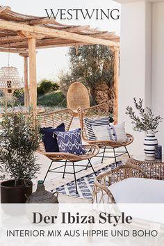 Ibiza ist weltweit für den einzigartigen Mode Stil und das helle Boho Interior bekannt. Holt Euch eine frische Brise Ibiza Style in Eure vier Wände. Mit Deko-Accessoires oder It-Pieces für die Lounge im Outdoorbereich schafft Ihr Euren ganz persönlichen Inseltraum!// #westwing #mywestwingstyle #ibiza #boho #hippie Hippie Look, Ibiza Stil, Ibiza Fashion, Bohemian Living, Wicker, Chair, Furniture, Home Decor, San Carlos