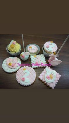 swan cupkakes Facebook Sign Up, Menu, Cake, Desserts, Food, Menu Board Design, Pie Cake, Meal, Cakes